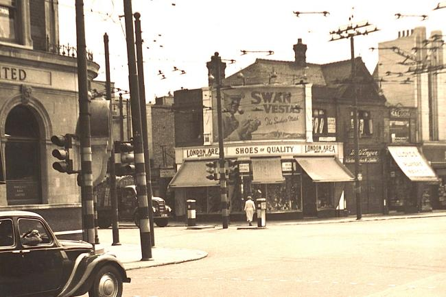 Lea Bridge Road at the junction with High Road, Leyton, at Bakers Arms, 1956.  (Image courtesy of Vestry House Museum picture archive.)