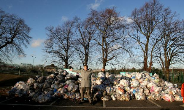 Cllr Clyde Loakes highlights the problem of littering on the borough's streets