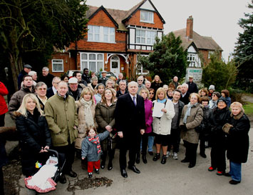 Residents meet MP Iain Duncan Smith (centre)