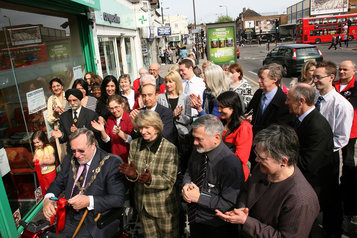 CHINGFORD: Community library opens