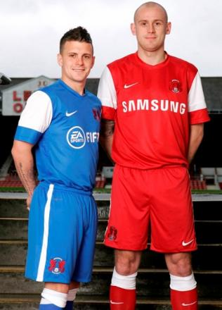 Dean Cox and Scott Cuthbert try out the new home and away shirts for next season