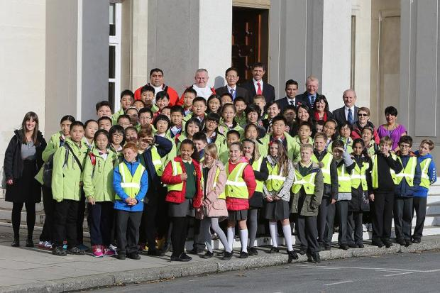 The Chinese students with Oakhill pupils on the steps of Waltham Forest Town Hall.