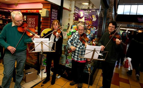 Violinists from Forest Philharmonic orchestra serenade shoppers