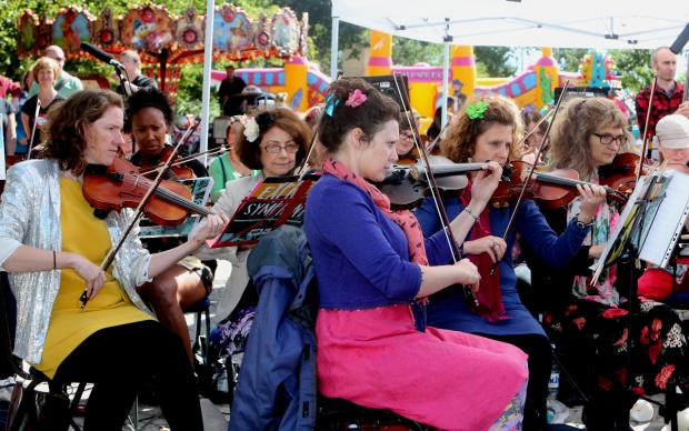 Community violin group, Strung Out, premieres Symphony of Walthamstow at Stow Festival with Walthamstow Acoustic Massive