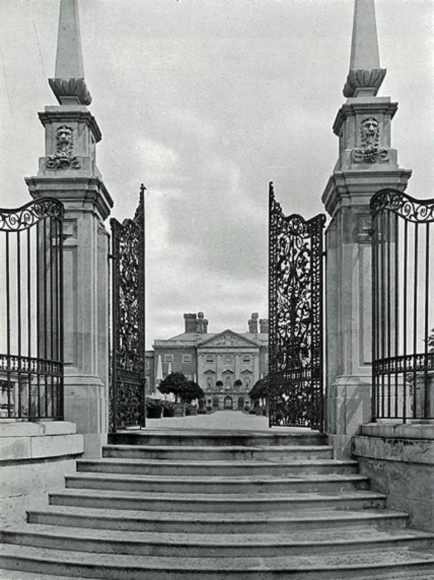 East London and West Essex Guardian Series: Copped Hall gates