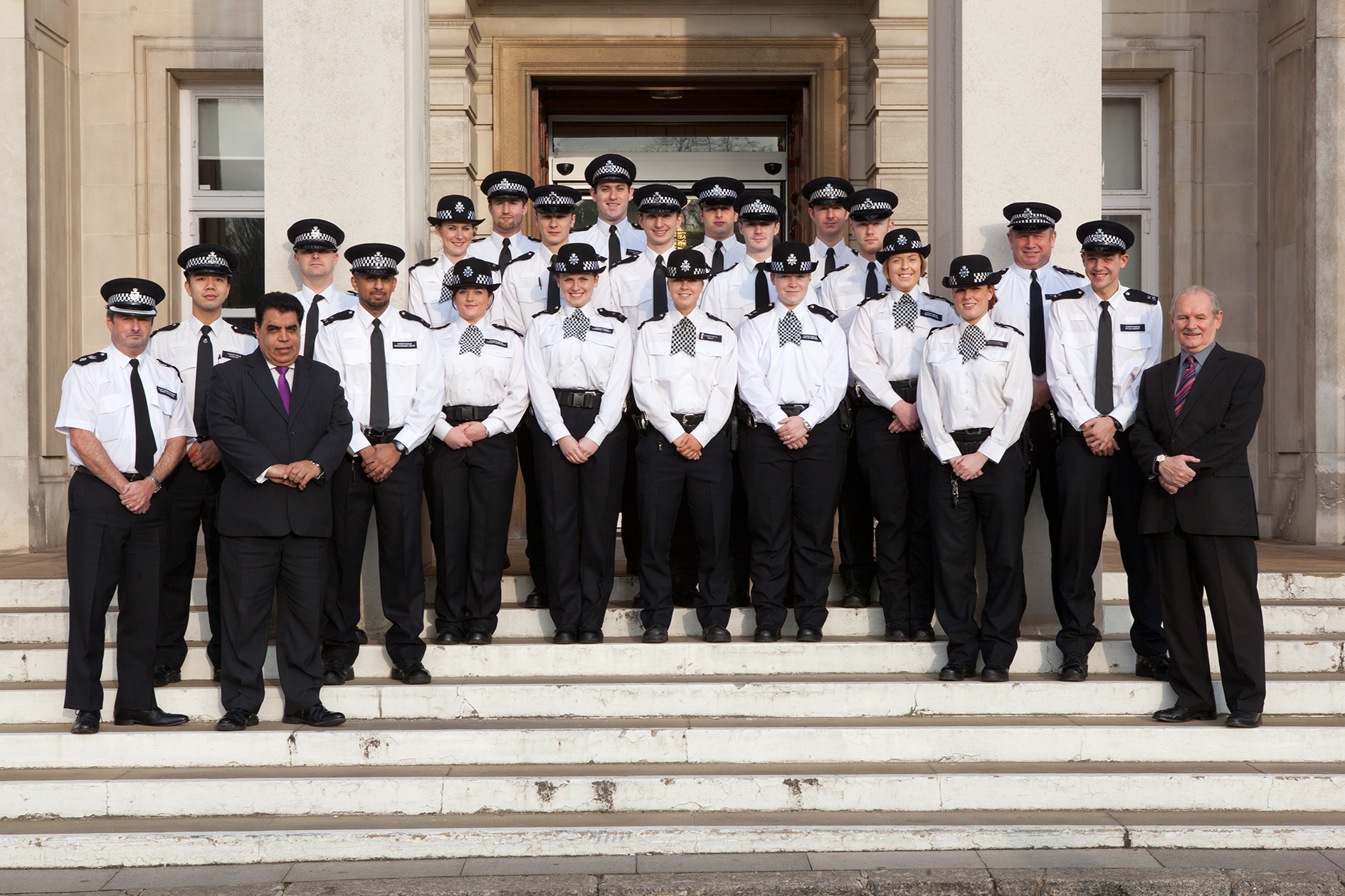 Chief Superintendent Mark Collins with Mayor Nadeem Ali, council leader Chris Robbins and new recruits