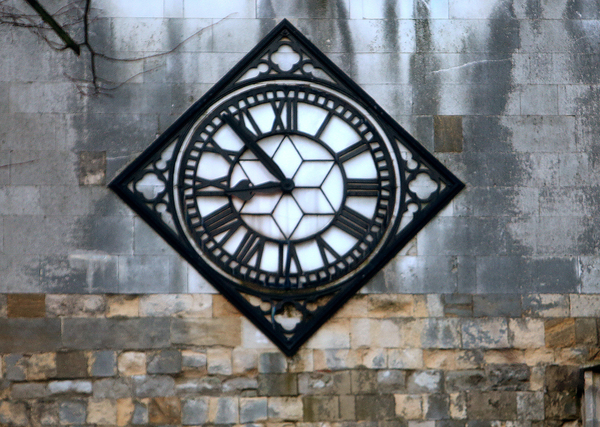 Waltham Abbey Church clock will be changed to 2.50