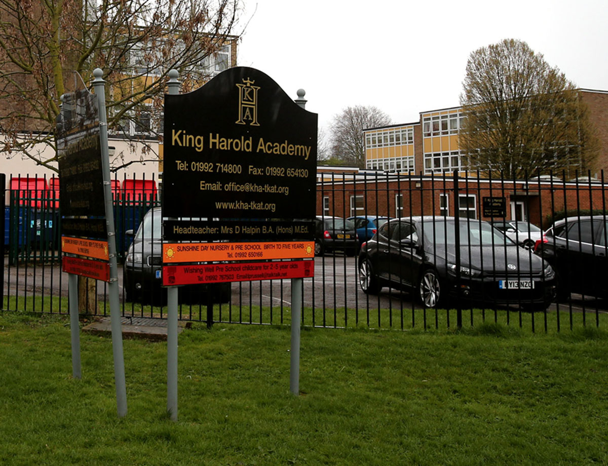 School with 'severe' staffing problem fails to impress