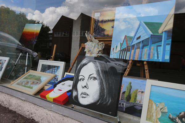Art exhibited in empty shop for cycling crowds
