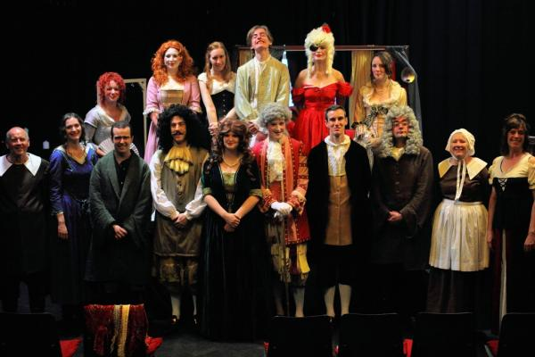 A group photo taken of the full cast hours before the chase