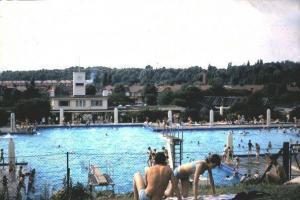 History: Larkswood Lido and its 'ring of confidence'