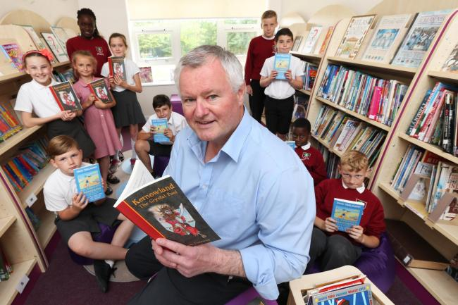 Children's author Jack Trelawny with children in the new library at Alderton Junior School in Loughton. (15/7/2015) EL84570_2 (32363900)