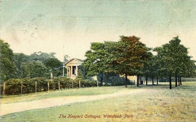 The Temple in Wanstead Park. (Postcard dates from 1900-1910)